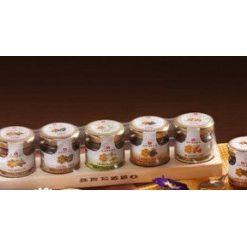 Houten plankje met 5 honing soorten x 12 (12 per doos)